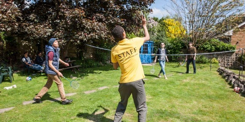 Actividades recreativas en el jardin del Centro de Idiomas