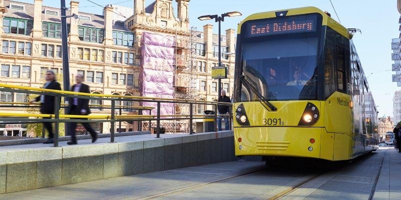 Certifica tu ingles en Manchester Reiuno unido y recorre la ciudad en su eficiente transporte publico